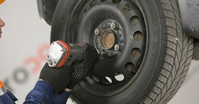 How to change Wheel Bearing on MITSUBISHI COLT VI (Z3_A, Z2_A) 2002 - free PDF and video manuals