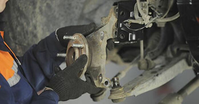 CALIBER 2.4 2017 Radlager - Wegleitung zum selbstständigen Teileersatz