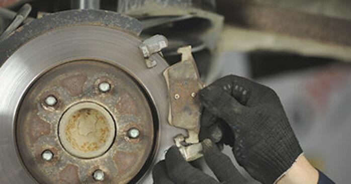 Combien de temps dure le remplacement : Disques De Frein sur Mazda 3 bk 2004 - manuel PDF informatif