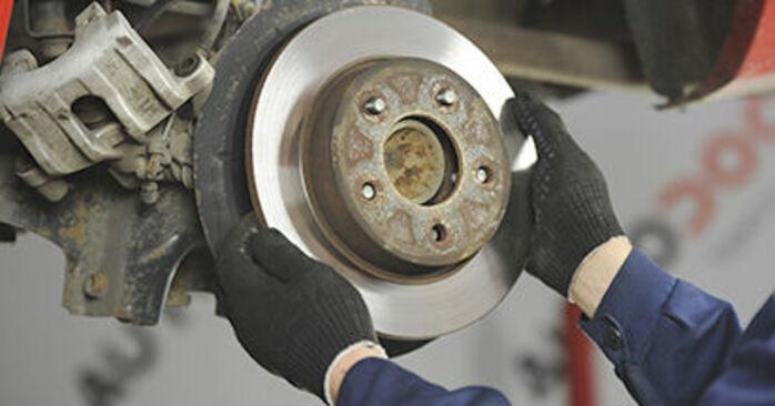 Tausch Tutorial Bremsscheiben am MAZDA 3 (BK) 2008 wechselt - Tipps und Tricks