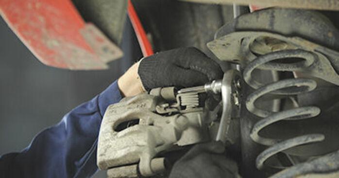 Wie schwer ist es, selbst zu reparieren: Bremsscheiben Mazda 3 bk 1.6 MZ-CD 2009 Tausch - Downloaden Sie sich illustrierte Anleitungen