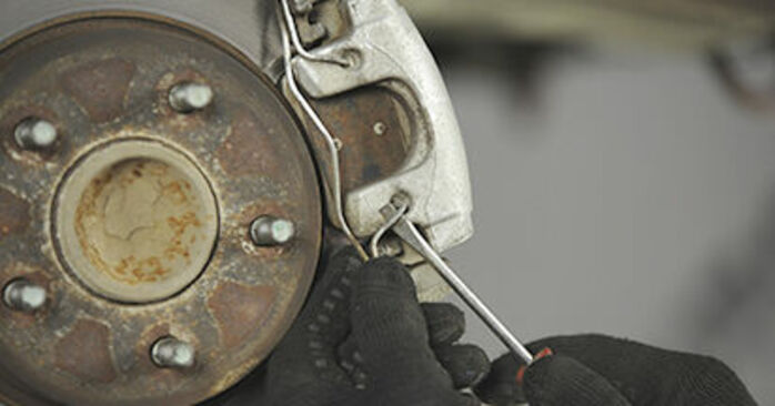 Mazda 3 bk 1.6 DI Turbo 2005 Disques De Frein remplacement : manuels d'atelier gratuits