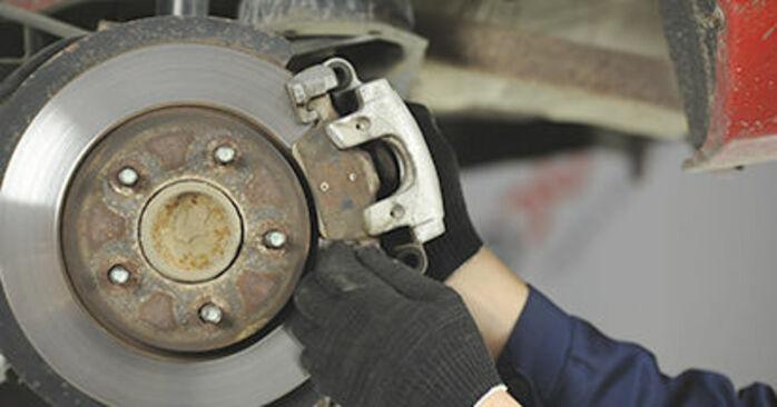 Bremsscheiben beim MAZDA 3 2.3 DiSi Turbo MPS 2003 selber erneuern - DIY-Manual