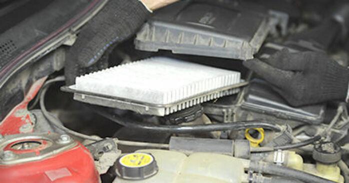 Jak trudno jest to zrobić samemu: wymień Filtr powietrza w Mazda 3 bk 1.6 MZ-CD 2009 - pobierz ilustrowany przewodnik