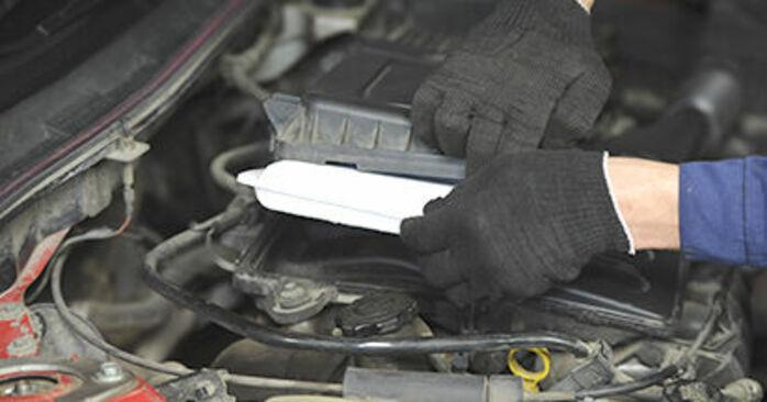 MAZDA 3 2003 Filtr powietrza instrukcja wymiany krok po kroku