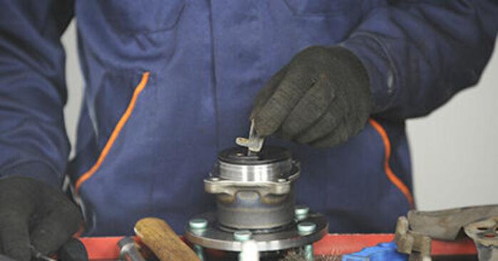 Cât de greu este să o faceți singur: înlocuirea Rulment roata la Mazda 3 bk 1.6 MZ-CD 2009 - descărcați ghidul ilustrat