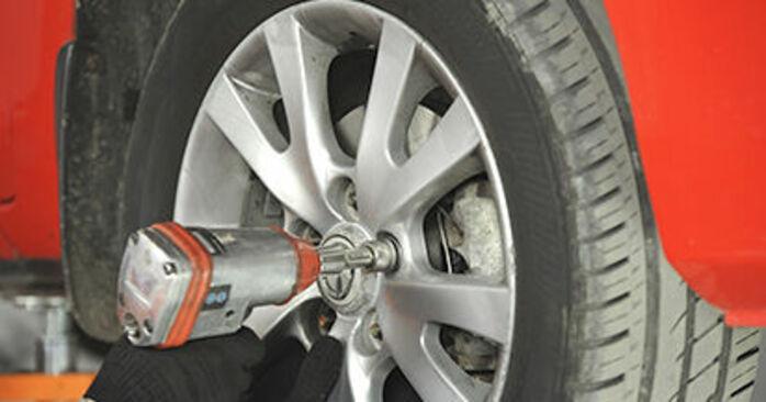 Cum schimbare Cap de bara la Mazda 3 bk 2003 - manualele în format PDF și video gratuite