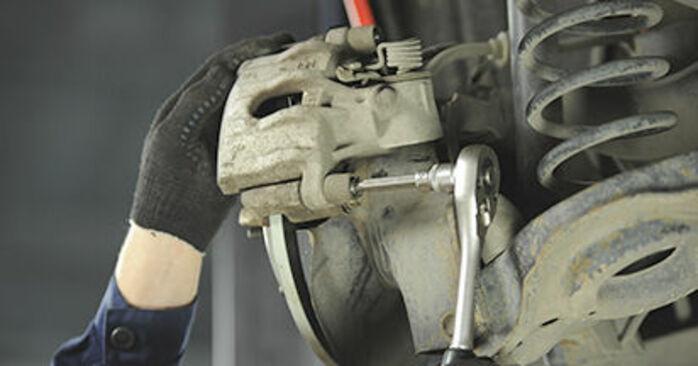Cómo cambiar Pastillas De Freno en un Mazda 3 bk 2003 - Manuales en PDF y en video gratuitos