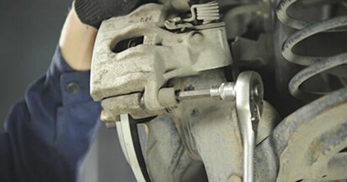 Cómo es de difícil hacerlo usted mismo: reemplazo de Pastillas De Freno en un Mazda 3 bk 1.6 MZ-CD 2009 - descargue la guía ilustrada