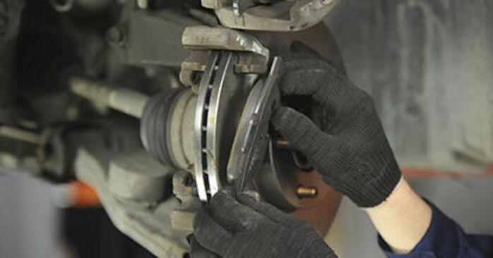 Ile czasu zajmuje wymiana: Klocki Hamulcowe w Mazda 3 bk 2004 - pouczająca instrukcja w formacie PDF