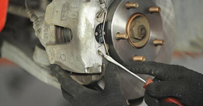 Wymień samodzielnie Klocki Hamulcowe w MAZDA 3 (BK) 2.3 MPS Turbo 2006