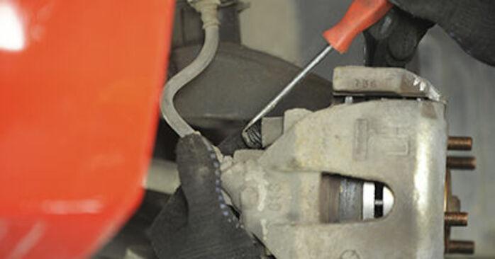 Jak zdjąć MAZDA 3 1.4 2007 Klocki Hamulcowe - łatwe w użyciu instrukcje online