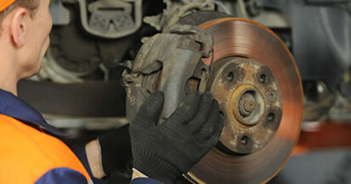 Wie man VW TRANSPORTER 2.0 TDI 4motion 2007 Bremsscheiben wechselt – Leicht verständliche Wegleitungen online