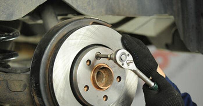 Schrittweise Anleitung zum eigenhändigen Ersatz von VW T5 Pritsche 2003 2.0 TDI 4motion Bremsscheiben