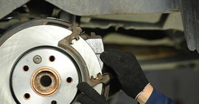 VW T5 Pritsche 2.5 TDI 4motion 2005 Bremsscheiben wechseln: Kostenfreie Reparaturwegleitungen