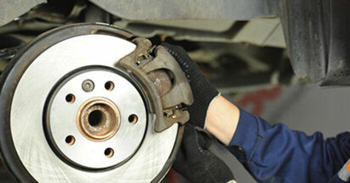 Wie man Bremsscheiben am VW Transporter V Pritsche / Fahrgestell (7JD, 7JE, 7JL, 7JY, 7JZ, 7FD) 2008 wechselt – Laden Sie sich PDF-Wegleitungen und Videoanweisungen herunter