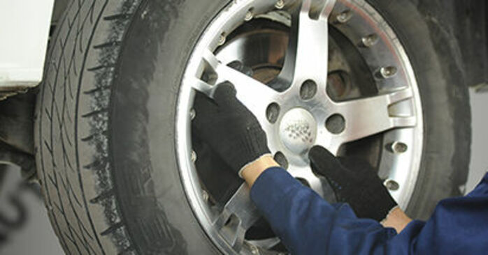 Wie lange braucht der Teilewechsel: Bremsscheiben am VW T5 Pritsche 2011 - Einlässliche PDF-Wegleitung