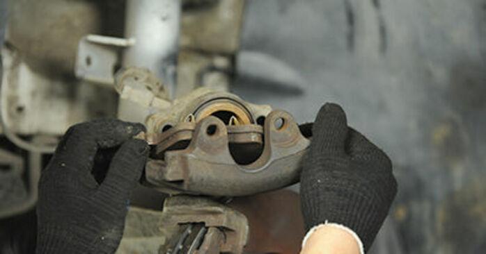 Cambio Pastillas De Freno en VW T5 Camión de plataforma 2011 no será un problema si sigue esta guía ilustrada paso a paso