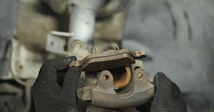 Reemplazo de Pastillas De Freno en un VW TRANSPORTER 1.9 TDI: guías online y video tutoriales