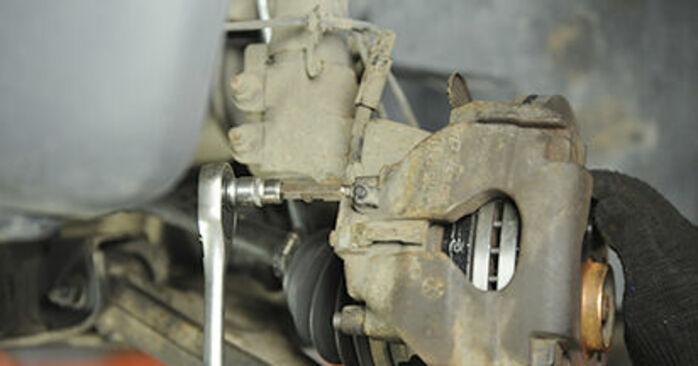 Cómo reemplazar Pastillas De Freno en un VW Transporter V Camión de plataforma / Chasis (7JD, 7JE, 7JL, 7JY, 7JZ, 7FD) 2.5 TDI 2004 - manuales paso a paso y guías en video
