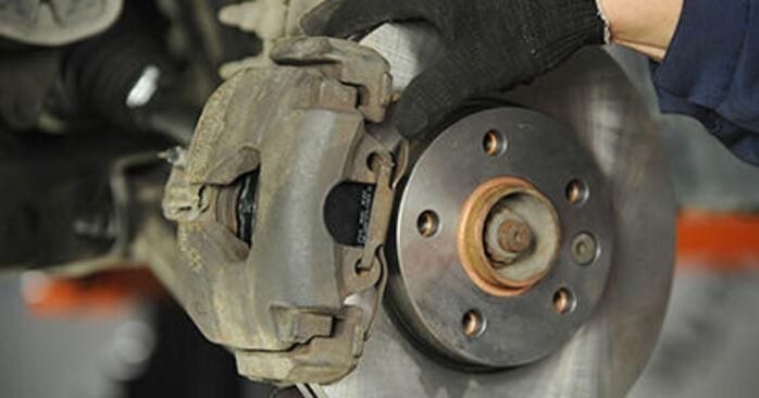 Sustitución de Pastillas De Freno en un VW T5 Camión de plataforma 2.5 TDI 4motion 2005: manuales de taller gratuitos