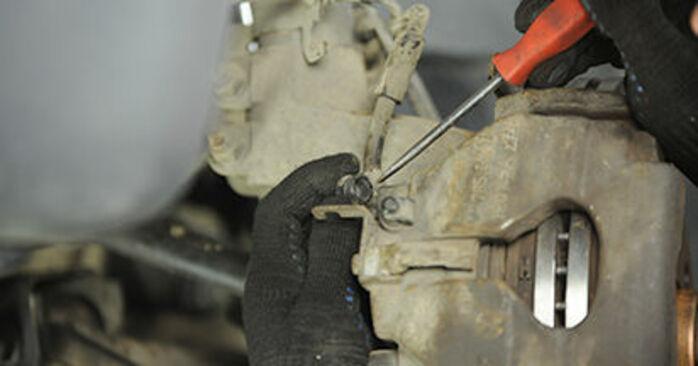 Cambie Pastillas De Freno en un VW Transporter V Camión de plataforma / Chasis (7JD, 7JE, 7JL, 7JY, 7JZ, 7FD) 2.0 TDI 2006 usted mismo