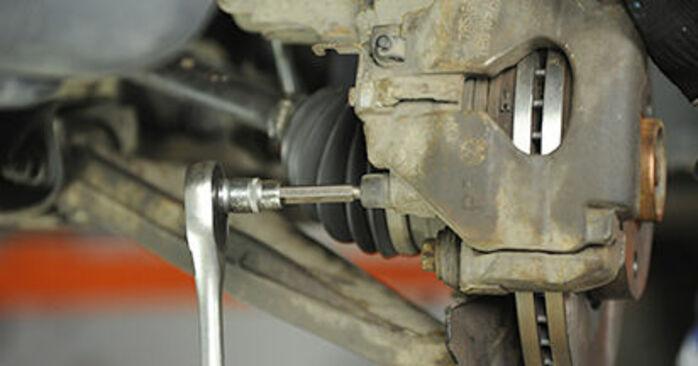 Cómo reemplazar Pastillas De Freno en un VW Transporter V Camión de plataforma / Chasis (7JD, 7JE, 7JL, 7JY, 7JZ, 7FD) 2008: descargue manuales en PDF e instrucciones en video