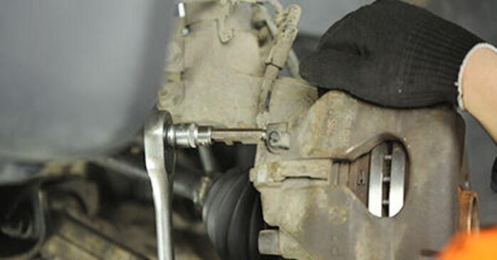 Cómo es de difícil hacerlo usted mismo: reemplazo de Pastillas De Freno en un VW T5 Camión de plataforma 2.5 TDI 2009 - descargue la guía ilustrada