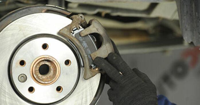 VW TRANSPORTER 2.0 TDI Bremsbeläge ausbauen: Anweisungen und Video-Tutorials online