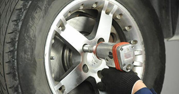Schritt-für-Schritt-Anleitung zum selbstständigen Wechsel von VW T5 Pritsche 2003 2.0 TDI 4motion Bremsbeläge
