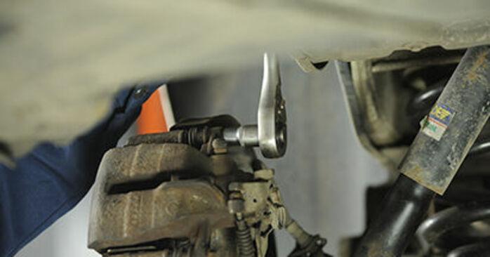 Bremsbeläge VW T5 Pritsche 1.9 TDI 2005 wechseln: Kostenlose Reparaturhandbücher