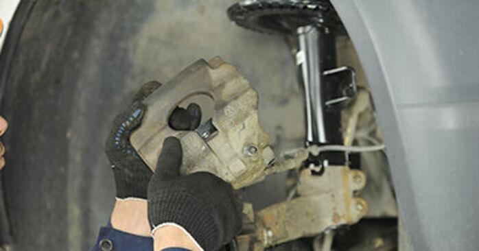 Bremssattel Ihres VW T5 Pritsche 1.9 TDI 2011 selbst Wechsel - Gratis Tutorial
