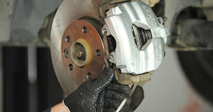 Wie Bremssattel VW Transporter V Pritsche / Fahrgestell (7JD, 7JE, 7JL, 7JY, 7JZ, 7FD) 2.5 TDI 4motion 2004 austauschen - Schrittweise Handbücher und Videoanleitungen