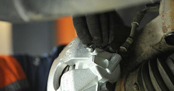 Wie VW TRANSPORTER 2.0 TDI 4motion 2007 Bremssattel ausbauen - Einfach zu verstehende Anleitungen online
