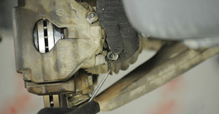 Bremssattel am VW Transporter V Pritsche / Fahrgestell (7JD, 7JE, 7JL, 7JY, 7JZ, 7FD) 2.0 BiTDI 4motion 2008 wechseln – Laden Sie sich PDF-Handbücher und Videoanleitungen herunter