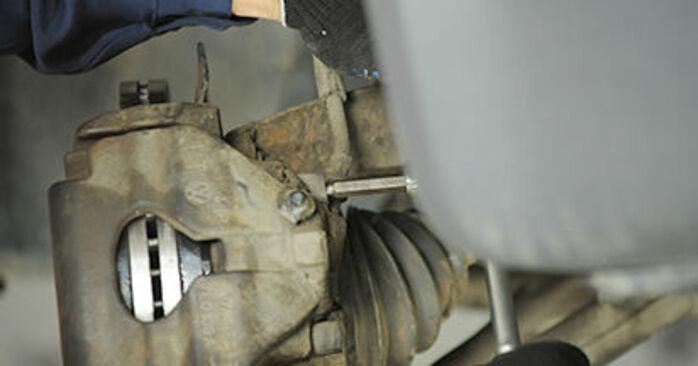 Bremssattel beim VW TRANSPORTER 2.5 TDI 4motion 2010 selber erneuern - DIY-Manual