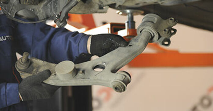 Kuinka kauan vaihtaminen kestää: Alatukivarsi Mazda 3 bk 2004 -autoon - informatiivinen PDF-käsikirja
