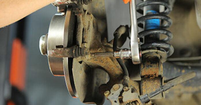 Schritt-für-Schritt-Anleitung zum selbstständigen Wechsel von Audi 80 b4 1992 2.3 E quattro Bremsscheiben