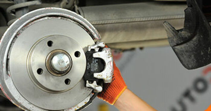 Πόσο διαρκεί η αντικατάσταση: Τακάκια Φρένων στο Audi 80 b4 1991 - ενημερωτικό εγχειρίδιο PDF