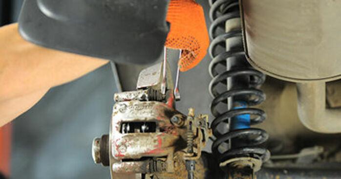 Remblokken zelf wisselen Audi 80 b4 1993 2.0