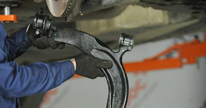 Wie schwer ist es, selbst zu reparieren: Querlenker VW T5 Pritsche 2.5 TDI 2009 Tausch - Downloaden Sie sich illustrierte Anleitungen