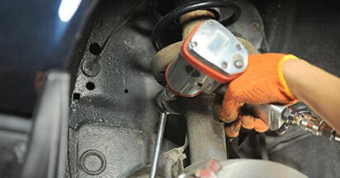 Wymień samodzielnie Poduszka Amortyzatora w Audi 80 b4 1993 2.0