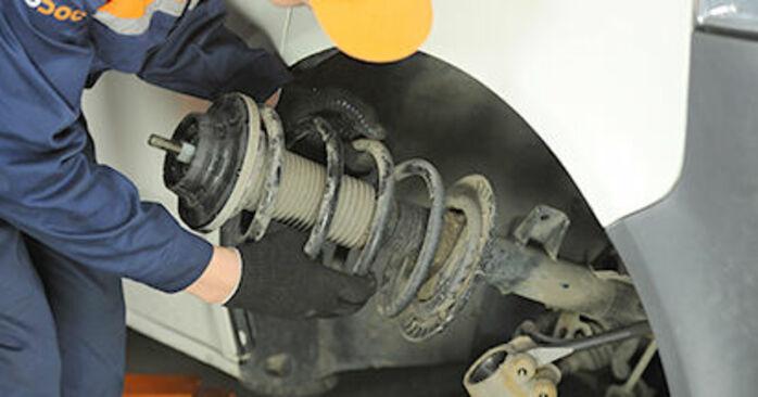 Comment changer Coupelle d'Amortisseur sur VW Transporter V Сamion à Plateau / Сhâssis (7JD, 7JE, 7JL, 7JY, 7JZ, 7FD) 2015 - trucs et astuces