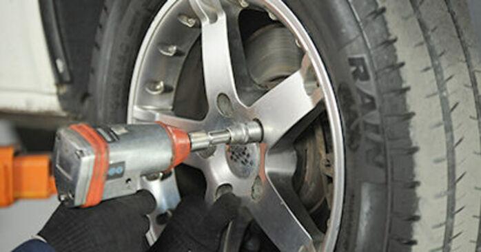 Comment changer Coupelle d'Amortisseur sur VW T5 Сamion à Plateau 2003 - Manuels PDF et vidéo gratuits