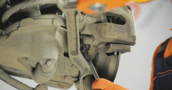 VOLVO XC90 2.5 T AWD Bremsscheiben ausbauen: Anweisungen und Video-Tutorials online