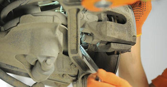 Wechseln Bremsscheiben am VOLVO XC90 I (275) 4.4 V8 2005 selber
