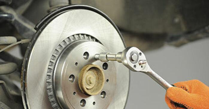 Bremsscheiben beim VOLVO XC90 2.5 AWD 2009 selber erneuern - DIY-Manual