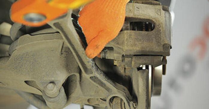 Jak vyměnit Brzdové Destičky na Volvo XC90 1 2002 - bezplatné PDF a video návody