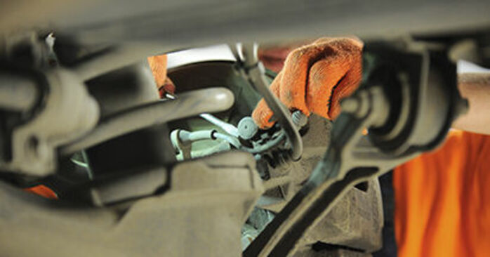 Wechseln Bremsbeläge am VOLVO XC90 I (275) 4.4 V8 2005 selber