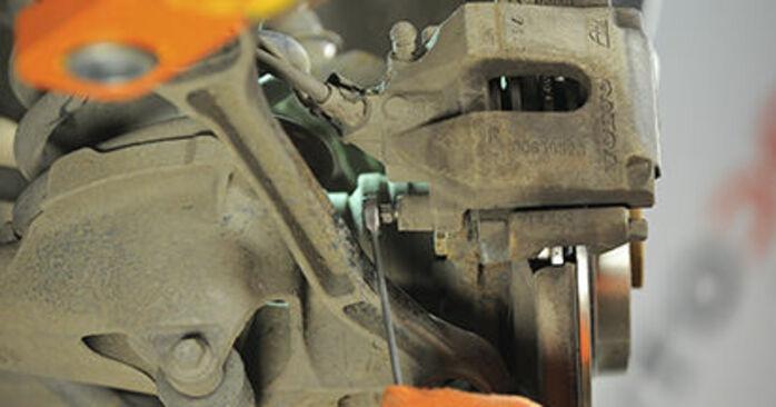 Bremsbeläge am VOLVO XC90 I (275) 2.4 D5 AWD 2007 wechseln – Laden Sie sich PDF-Handbücher und Videoanleitungen herunter